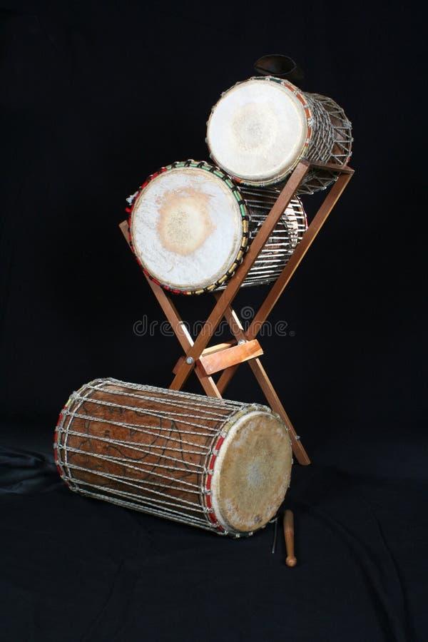 Instrumentos africanos tradicionais - Kenkeni, sangban, doundounba fotografia de stock royalty free