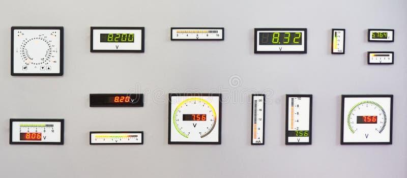 Instrumentos de medida eléctricos de DC foto de archivo libre de regalías