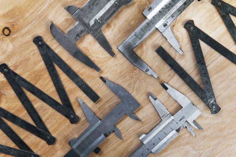 Instrumentos de medida Regla del calibrador y del hierro imagen de archivo