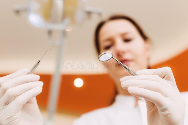 Instrumentos dentales fotos de archivo