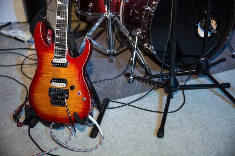 Instrumentos do grupo de rock imagens de stock