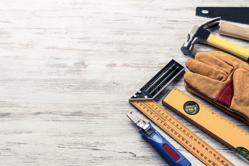Instrumentos en la tabla de madera foto de archivo libre de regalías