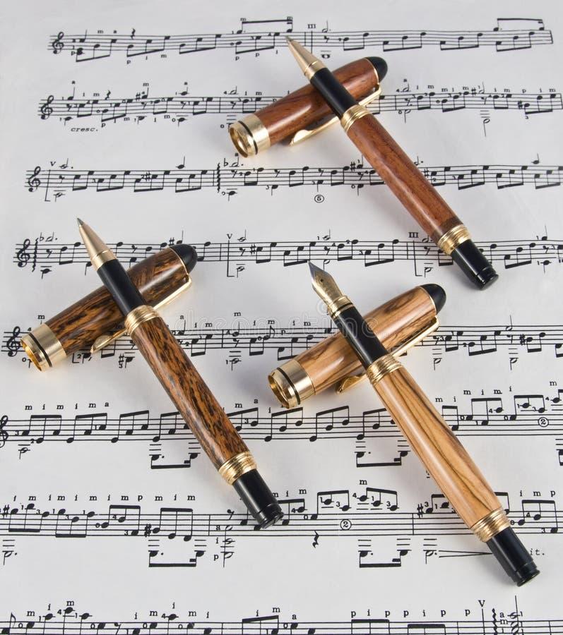 Instrumentos finos de la escritura foto de archivo