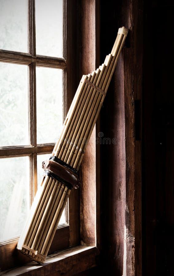 Instrumentos musicais de bambu locais imagem de stock royalty free