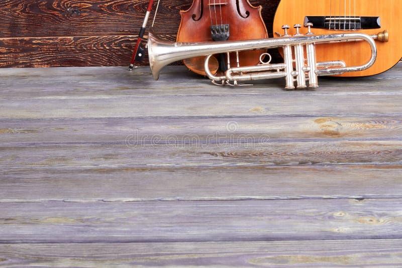 Instrumentos musicais e espa?o cl?ssicos da c?pia fotografia de stock royalty free