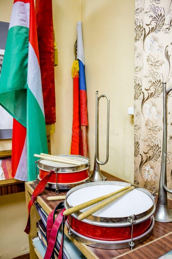 Instrumentos musicales de pioneros en la Unión Soviética imagenes de archivo