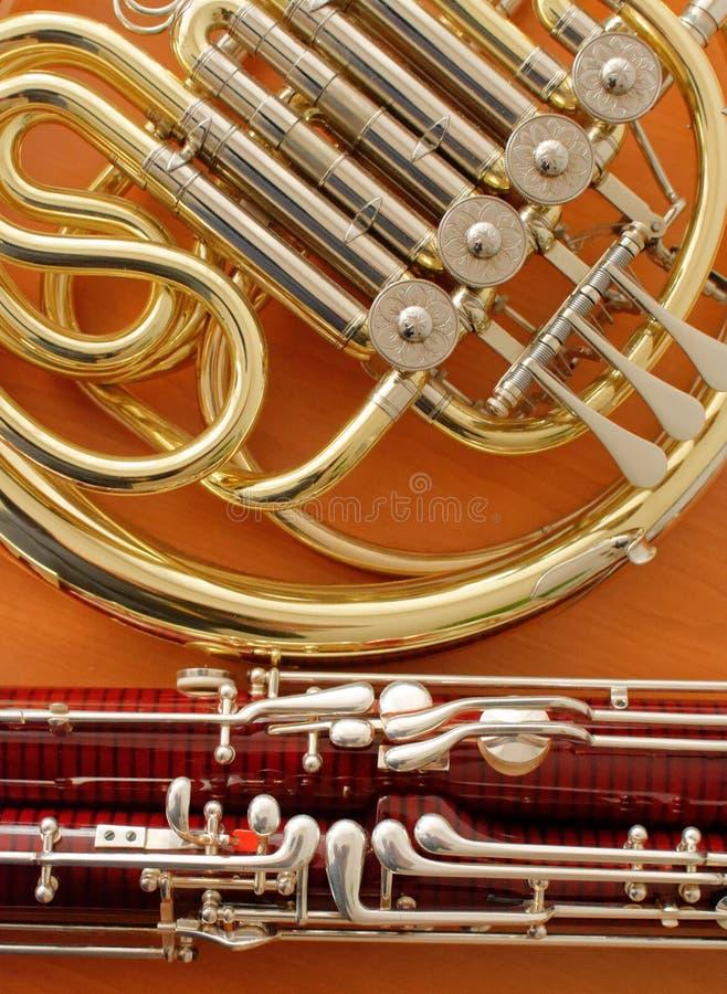 Instrumentos musicales del fagot y de la trompa foto de archivo libre de regalías