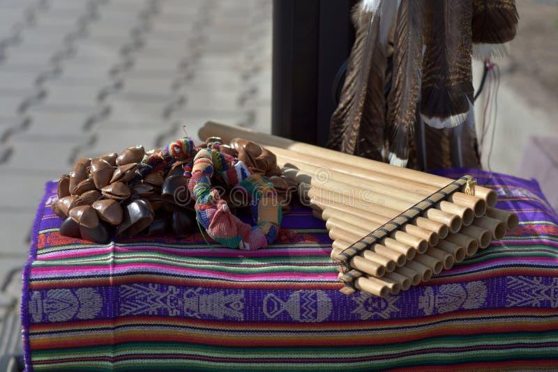 Instrumentos musicales tradicionales de indios norteamericanos imagen de archivo