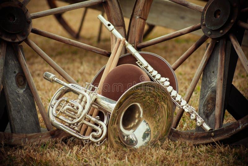 Instrumentos viejos del oeste y de la banda imagenes de archivo