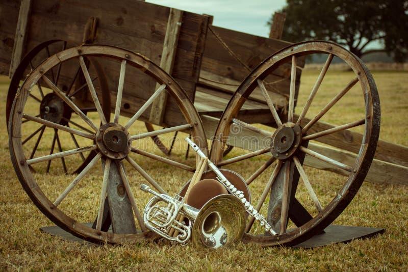 Instrumentos viejos del oeste y de la banda imagen de archivo libre de regalías