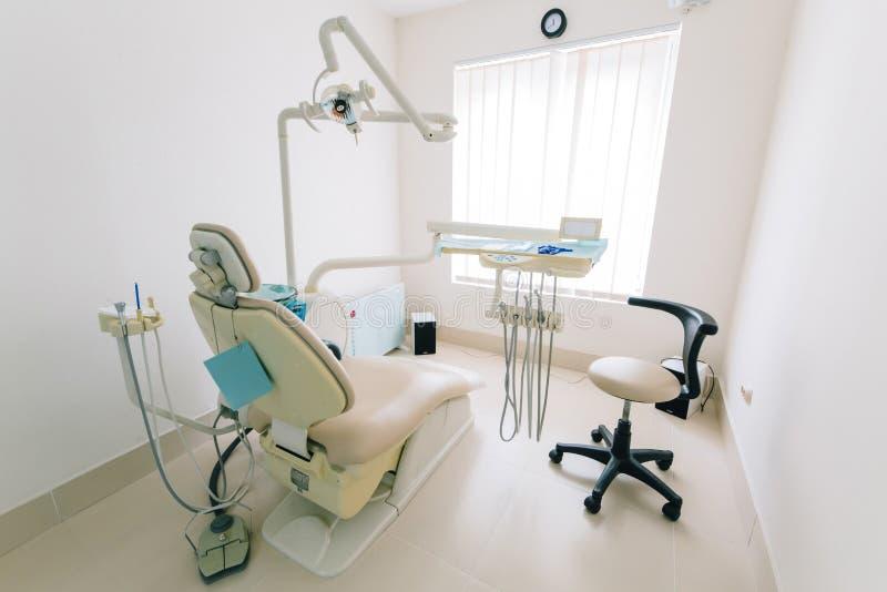 Instruments du dentiste, coffret, l'ameublement image libre de droits