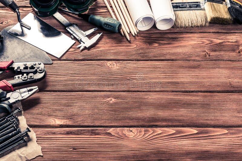 Download Instruments Sur La Table En Bois Photo stock - Image du clou, marteau: 77154370