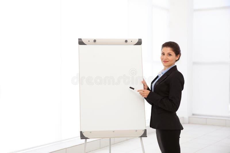 Instrutor do negócio que dá a apresentação fotos de stock royalty free