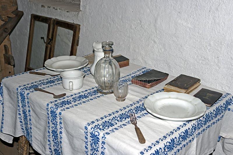 Intérieur à la maison traditionnel roumain image stock
