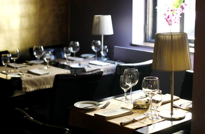 Intérieur élégant d'un restaurant élégant photographie stock libre de droits