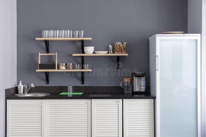 Intérieur élégant de cuisine photographie stock libre de droits