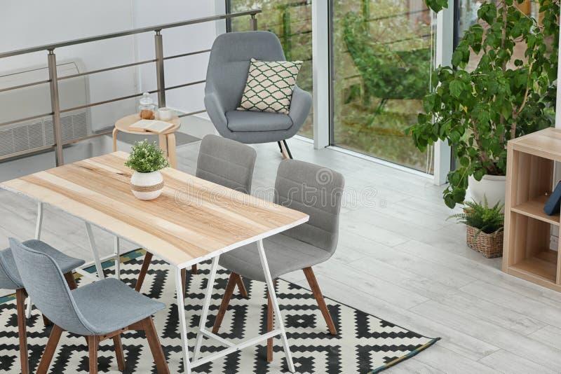 Intérieur élégant de salle à manger Idée à la maison image stock