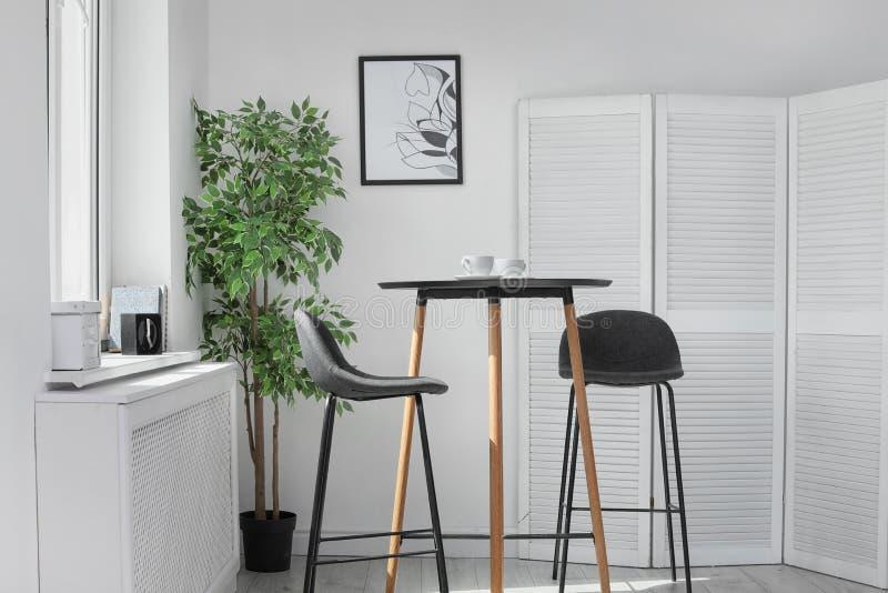 Intérieur élégant de salle à manger Idée à la maison images stock
