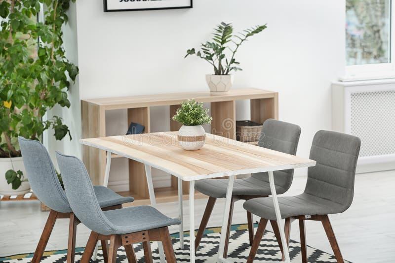 Intérieur élégant de salle à manger Idée à la maison photographie stock