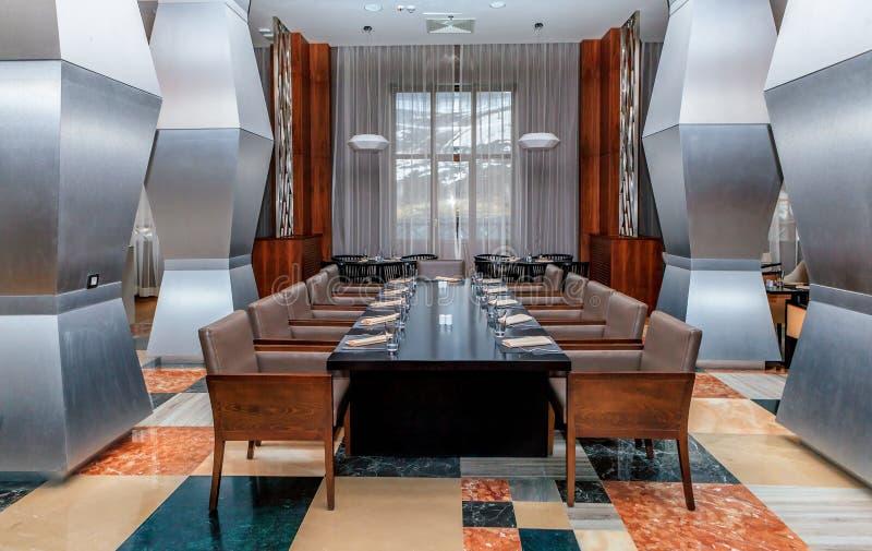 Intérieur élégant européen du ` s de restaurant de Sparx avec les meubles modernes, arrangement confortable Station de vacances d images libres de droits