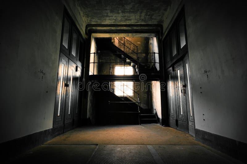 Intérieur abandonné de bâtiment industriel image libre de droits