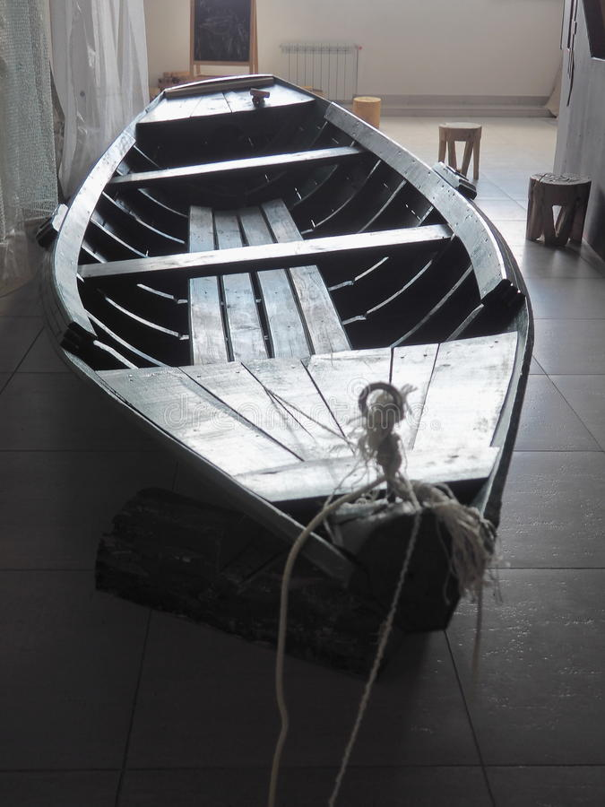Intérieur avec le bateau à rames photos stock