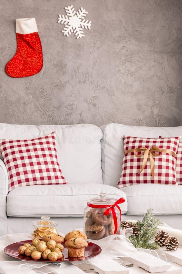 Intérieur avec le sofa blanc photographie stock