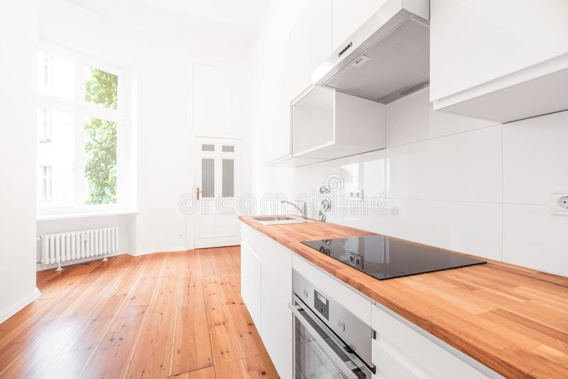 Intérieur blanc de cuisine - appartement photos libres de droits