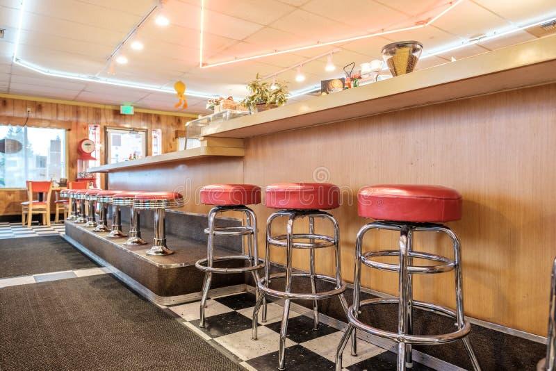 Intérieur classique de wagon-restaurant avec le compteur image libre de droits