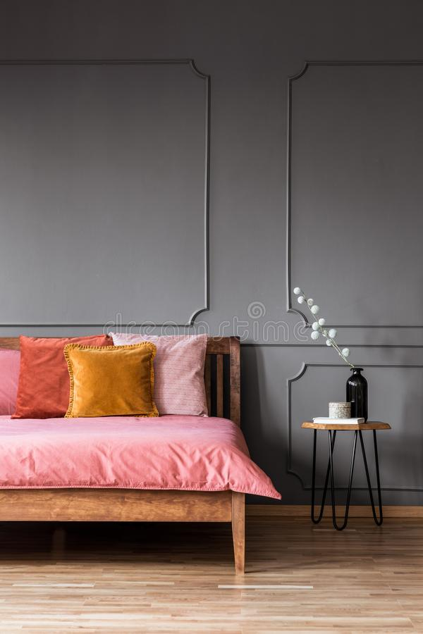 Intérieur coloré de chambre à coucher photos libres de droits