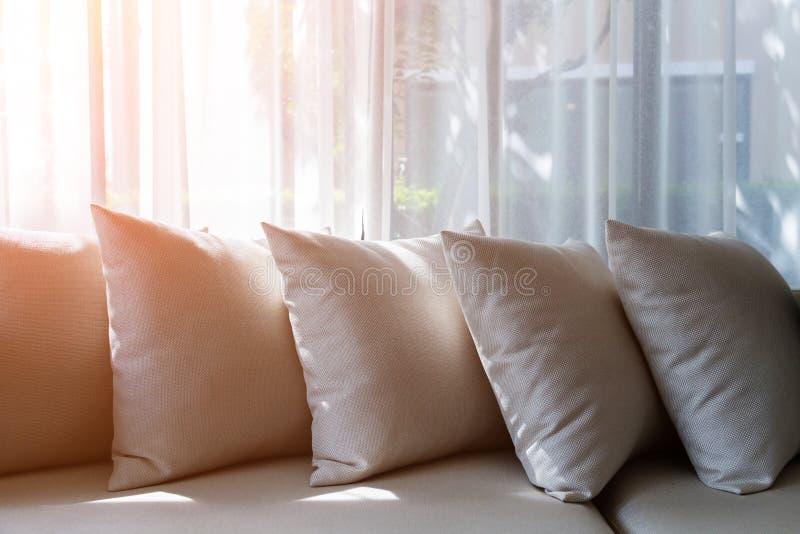 Intérieur contemporain de salon avec une partie de sofa photo stock