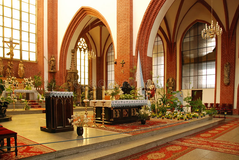 intérieur d'église catholique image libre de droits