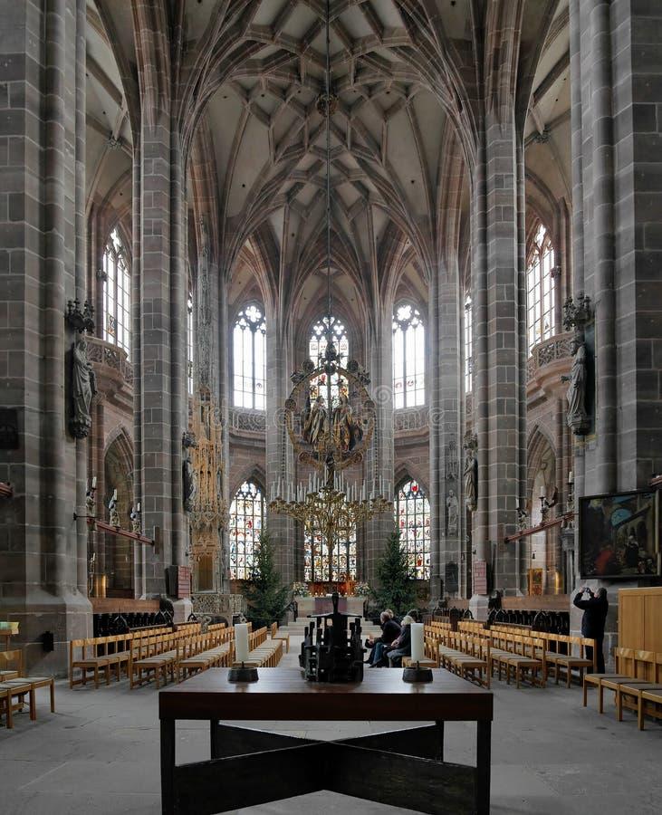 Intérieur d'église de rue Lorenz à Nuremberg images stock