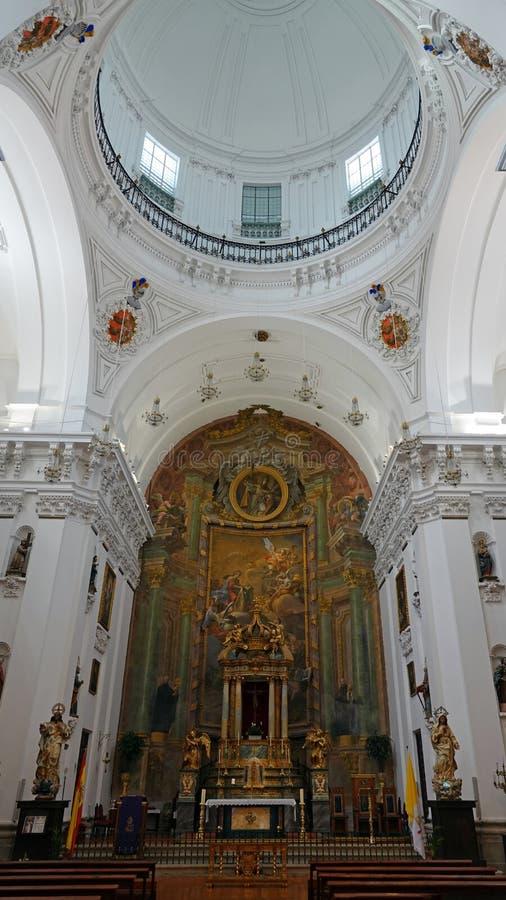 Intérieur d'église de San Illdefonso à Toledo, Espagne image stock