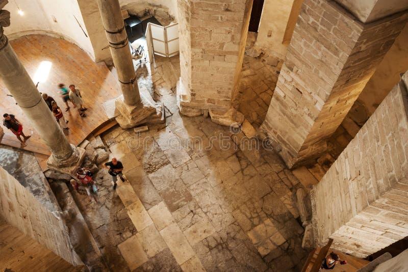 Intérieur d'église de St Donat dans Zadar image libre de droits
