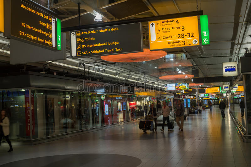 Intérieur d'aéroport international d'Amsterdam Schiphol et fond modernes de la vie photos libres de droits