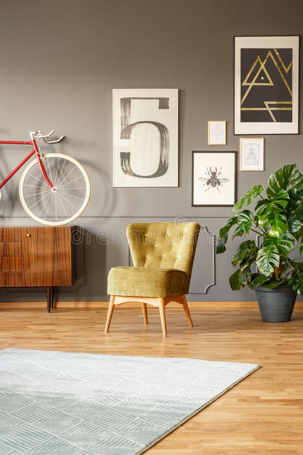 Intérieur d'appartement avec le plancher en bois photographie stock libre de droits