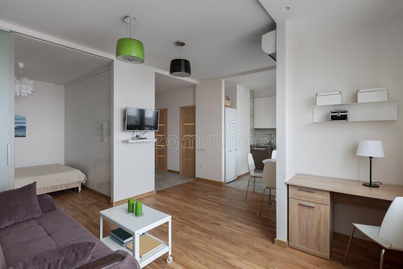 Intérieur d'appartement moderne dans le style scandinave images stock