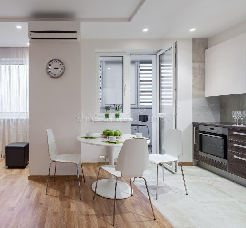 int rieur d 39 appartement moderne dans le style scandinave avec la cuisine image stock image du. Black Bedroom Furniture Sets. Home Design Ideas