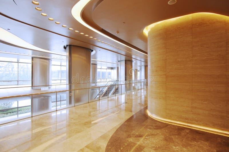 Intérieur d'immeuble de bureaux images libres de droits