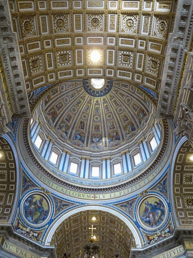 Intérieur d'intérieur de St Peter et de x27 ; basilique de s, Ville du Vatican, Rome photos stock