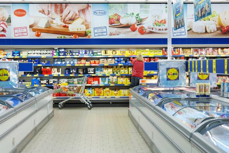 Intérieur d'un supermarché de Lidl photo libre de droits