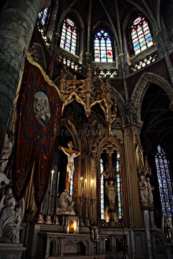 Intérieur d'une église - 60 photos stock