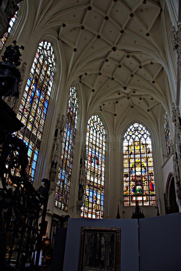 Intérieur d'une église - 51 photo stock