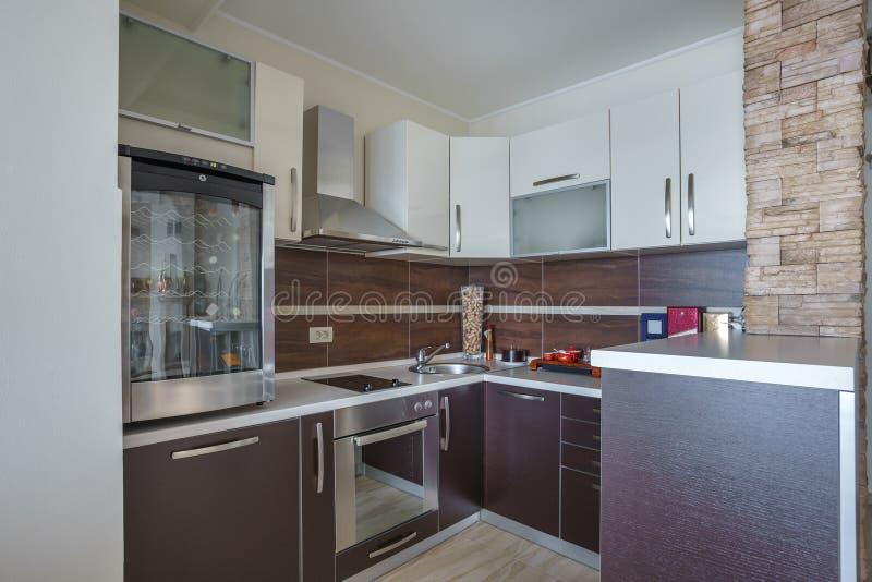 Intérieur d'une cuisine dans une villa photographie stock libre de droits