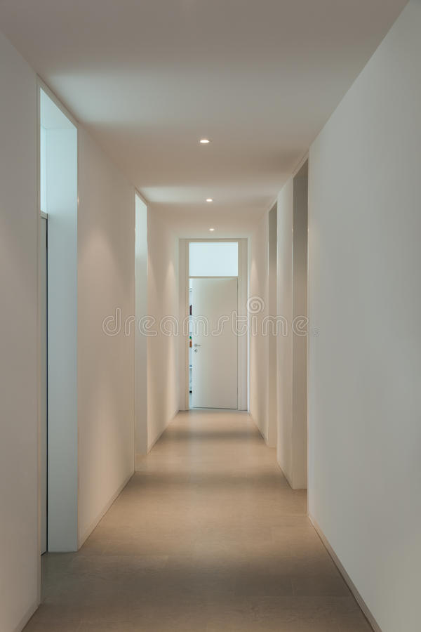Int rieur d 39 une maison moderne couloir photo stock for Photo couloir maison
