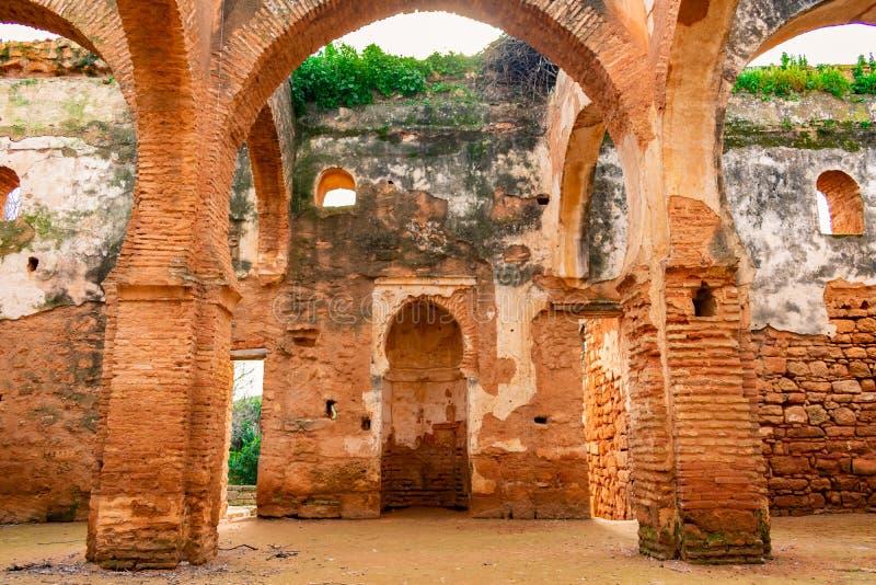 Intérieur d'une mosquée ruinée chez Chellah à Rabat Maroc photo libre de droits