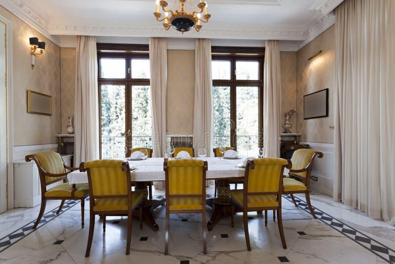 Download Intérieur D'une Salle Dinning De Luxe Image stock - Image du construit, vestibule: 45370457