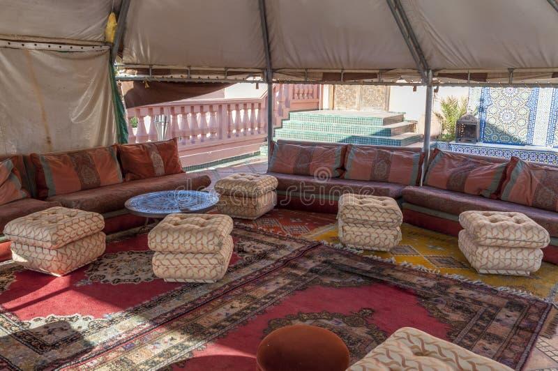 int rieur d 39 une tente b douine traditionnelle image stock image du berber marocain 46141791. Black Bedroom Furniture Sets. Home Design Ideas