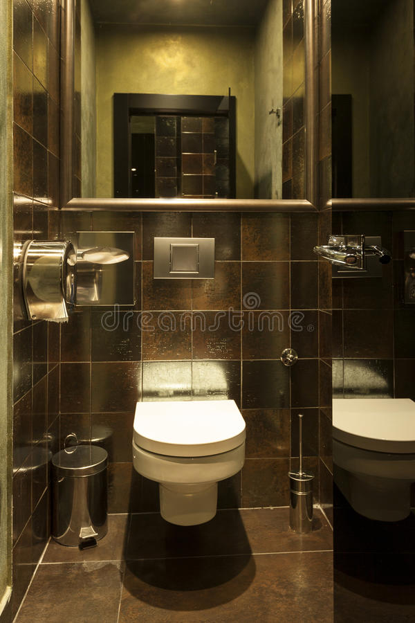 Intérieur d'une toilette moderne image libre de droits